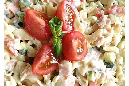 Tortellinisalat mit Zucchini und Schinken 8