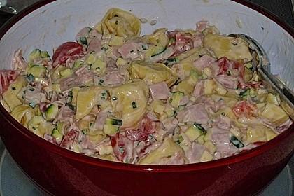 Tortellinisalat mit Zucchini und Schinken 6