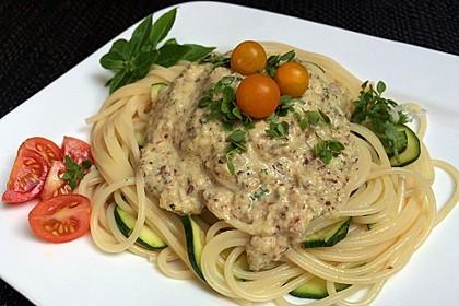 Spaghetti mit Zucchini und Haselnuss - Sauce