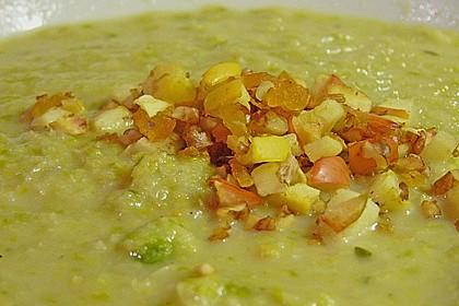 Rosenkohlsuppe mit Apfel - Walnuss - Einlage 1
