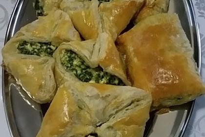 Blätterteig-Dreiecke mit Spinat und Feta 57