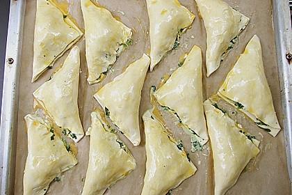 Blätterteig-Dreiecke mit Spinat und Feta 15