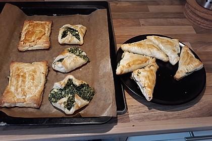 Blätterteig-Dreiecke mit Spinat und Feta 50