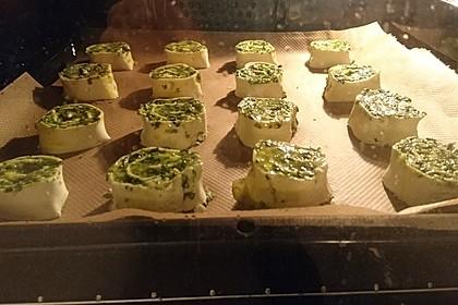 Blätterteig-Dreiecke mit Spinat und Feta 53