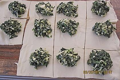 Blätterteig-Dreiecke mit Spinat und Feta 38