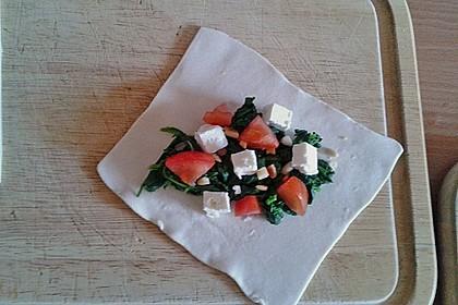 Blätterteig-Dreiecke mit Spinat und Feta 44