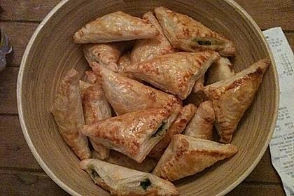 Blätterteig-Dreiecke mit Spinat und Feta 30