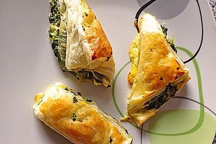 Blätterteig-Dreiecke mit Spinat und Feta 23
