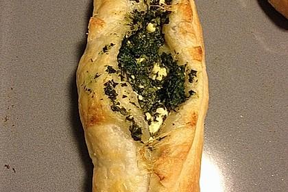 Blätterteig-Dreiecke mit Spinat und Feta 21