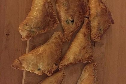 Blätterteig-Dreiecke mit Spinat und Feta 49