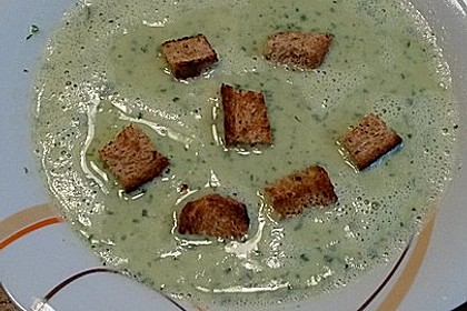 Bärlauchcremesuppe mit Croûtons und gebratener Chorizo 3