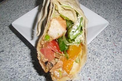 Chicken Wrap mit Gemüse, Guacamole und Crème fraîche 36