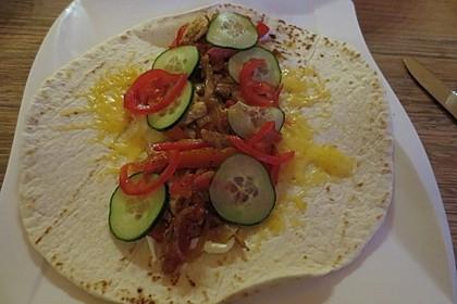 Chicken Wrap mit Gemüse, Guacamole und Crème fraîche 23
