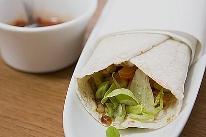 Chicken Wrap mit Gemüse, Guacamole und Crème fraîche 6