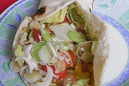 Chicken Wrap mit Gemüse, Guacamole und Crème fraîche 29