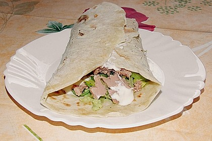 Chicken Wrap mit Gemüse, Guacamole und Crème fraîche 18