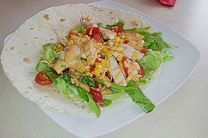 Chicken Wrap mit Gemüse, Guacamole und Crème fraîche 20