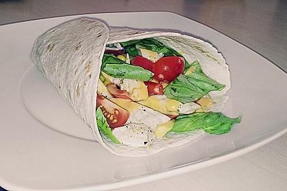 Chicken Wrap mit Gemüse, Guacamole und Crème fraîche 15