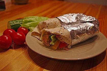 Chicken Wrap mit Gemüse, Guacamole und Crème fraîche 17
