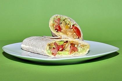 Chicken Wrap mit Gemüse, Guacamole und Crème fraîche 10