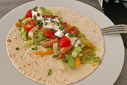 Chicken Wrap mit Gemüse, Guacamole und Crème fraîche 3