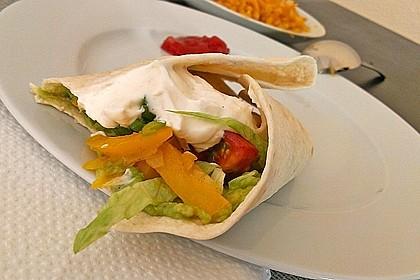 Chicken Wrap mit Gemüse, Guacamole und Crème fraîche 31