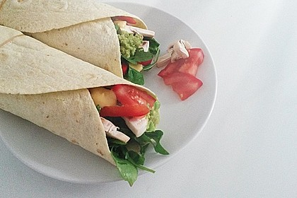 Chicken Wrap mit Gemüse, Guacamole und Crème fraîche 4