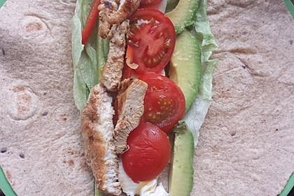 Chicken Wrap mit Gemüse, Guacamole und Crème fraîche 35