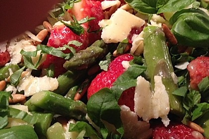marinierter spargel erdbeer salat rezept mit bild. Black Bedroom Furniture Sets. Home Design Ideas