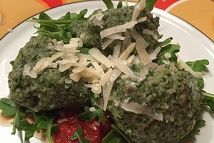 Spinat - Nocken auf Tomaten - Rucola - Ragout 4