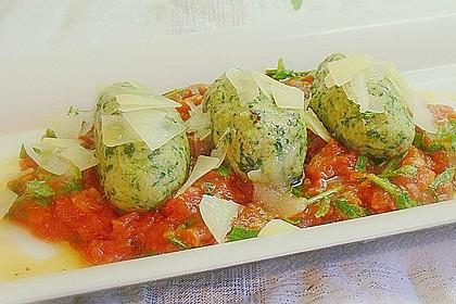 Spinat - Nocken auf Tomaten - Rucola - Ragout 2