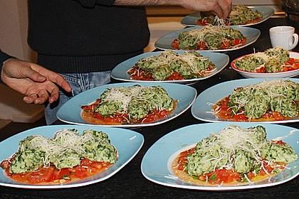 Spinat - Nocken auf Tomaten - Rucola - Ragout 1