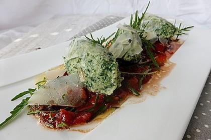 Spinat - Nocken auf Tomaten - Rucola - Ragout
