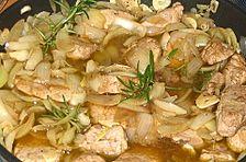 Schweinefilet mit Zwiebeln, Knoblauch, Rosmarin und Balsamico