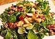 Belles Feldsalat mit roten Linsen