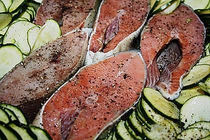 Wildlachs vom Blech auf Kartoffel - Zucchini - Gemüse 4