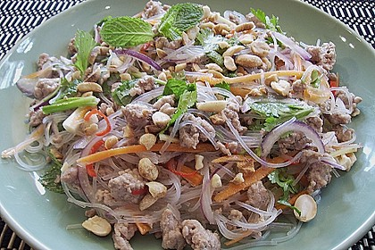 Glasnudelsalat mit Schweinefleisch, Minze und Ingwer
