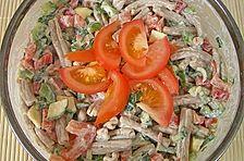 Nudelsalat 'frühlingsfrisch' mit sauer Sahne