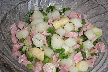 Spargelsalat mit Lauchzwiebeln und Schinken