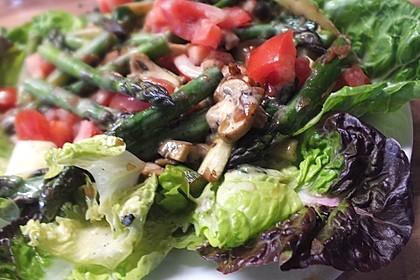 Gemischter grüner Salat mit angebratenem grünen Spargel 8