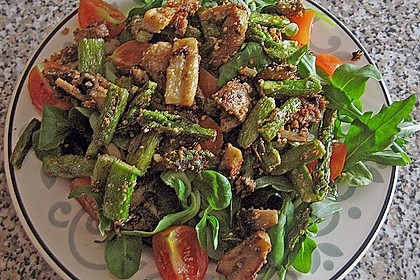 Gemischter grüner Salat mit angebratenem grünen Spargel 6