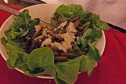 Gemischter grüner Salat mit angebratenem grünen Spargel 12