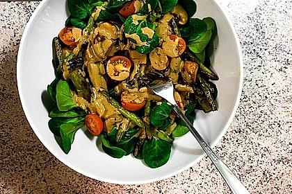 Gemischter grüner Salat mit angebratenem grünen Spargel 4