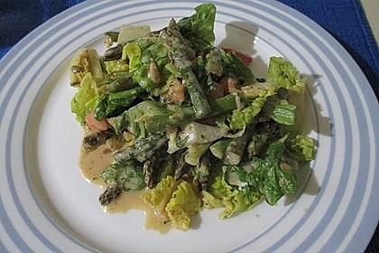 Gemischter grüner Salat mit angebratenem grünen Spargel 10