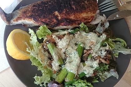 Gemischter grüner Salat mit angebratenem grünen Spargel 14