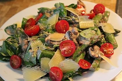 Gemischter grüner Salat mit angebratenem grünen Spargel 2