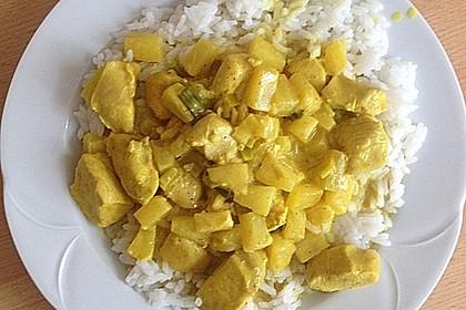 Hähnchen-Ananas-Curry mit Reis 110