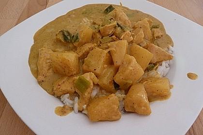 Hähnchen-Ananas-Curry mit Reis 100
