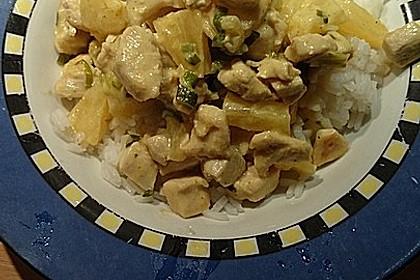 Hähnchen-Ananas-Curry mit Reis 98
