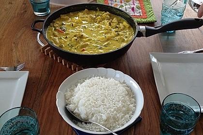 Hähnchen-Ananas-Curry mit Reis 96